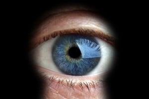 eye throguh keyhole 300x199